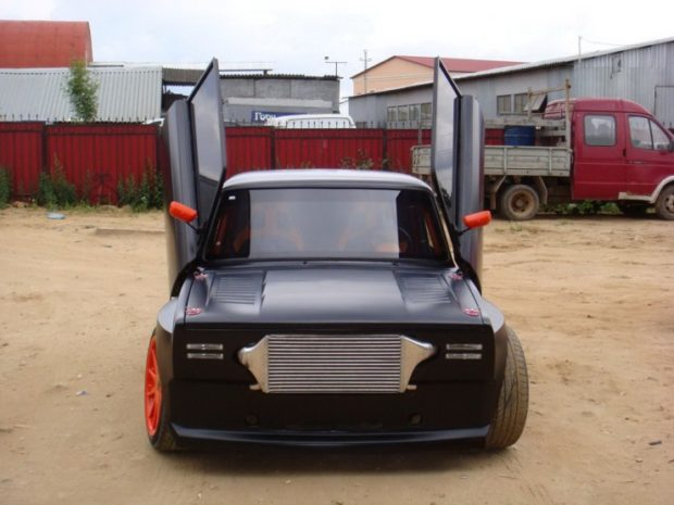 Lada with a twin-turbo RB25