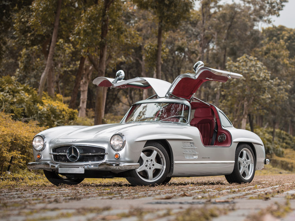 For Sale: 1954 Mercedes 300 SL With A Modern AMG V8