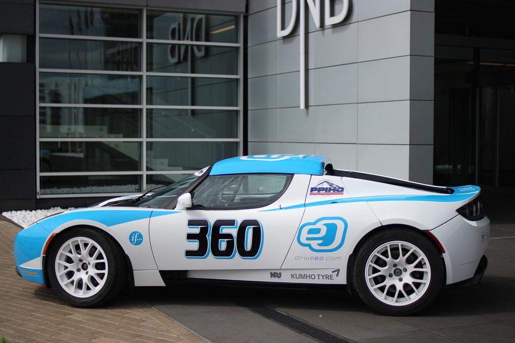 drive_eo_pikes_peak_2014_500_hp_tesla_roadster_01