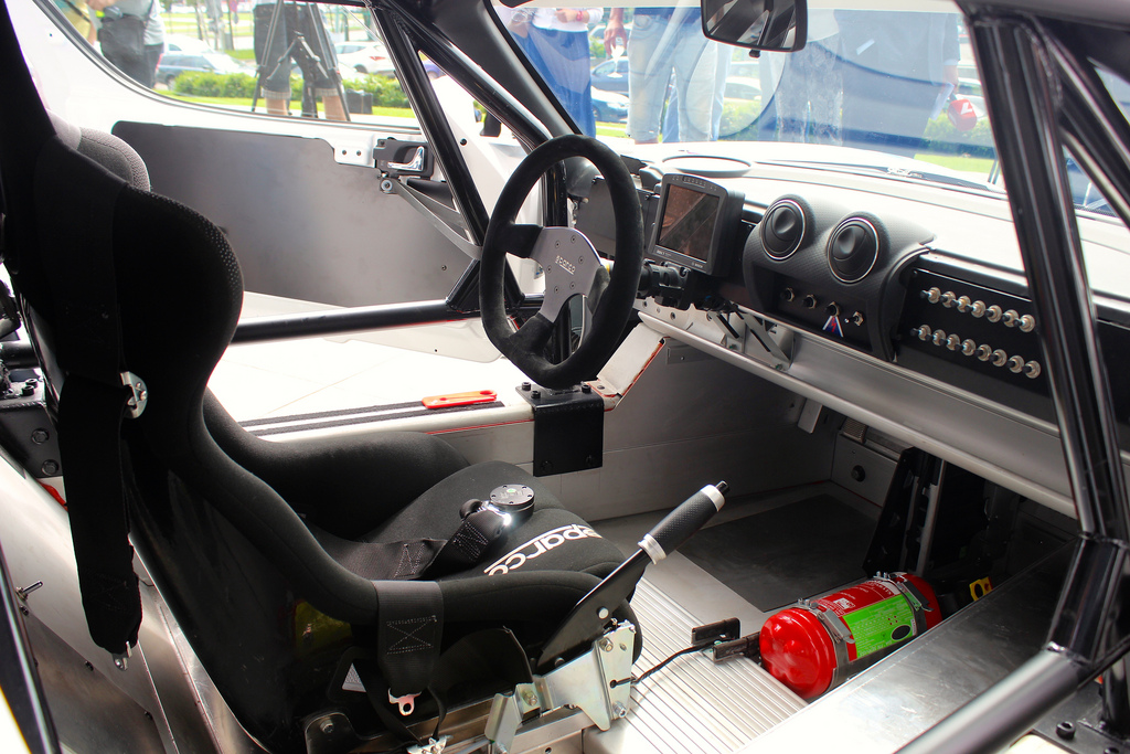 drive_eo_pikes_peak_2014_500_hp_tesla_roadster_03