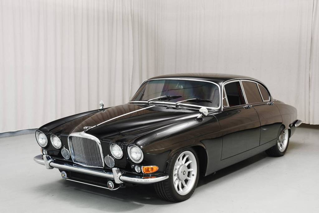 1966 Jaguar Mark X with 1996 XJR-6 4.0L inline-six motor