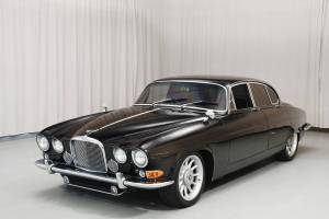 1966 Jaguar Mark X with 1996 XJR-6 4.0L inline-six motor