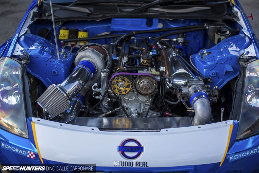 2JZ inside Nissan Fairlady Z Z33