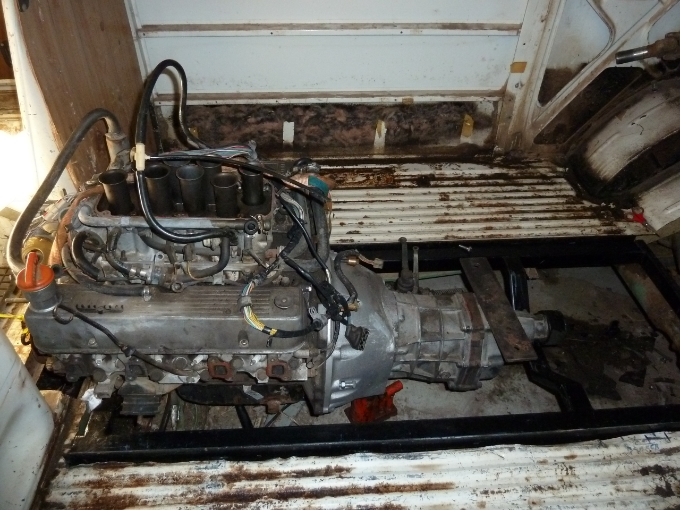 1976 VW Bus 4×4 with a Mid-engine Rover V8 – Engine Swap Depot