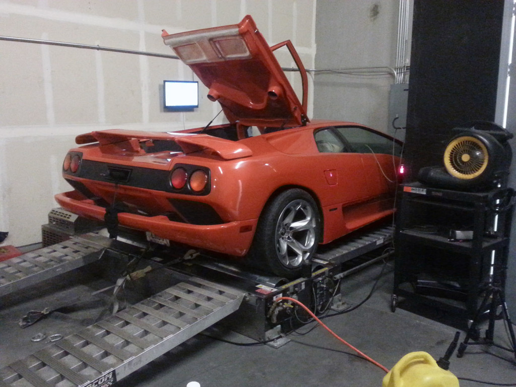 Lamborghini Diablo On A Dyno with a LS3 V8