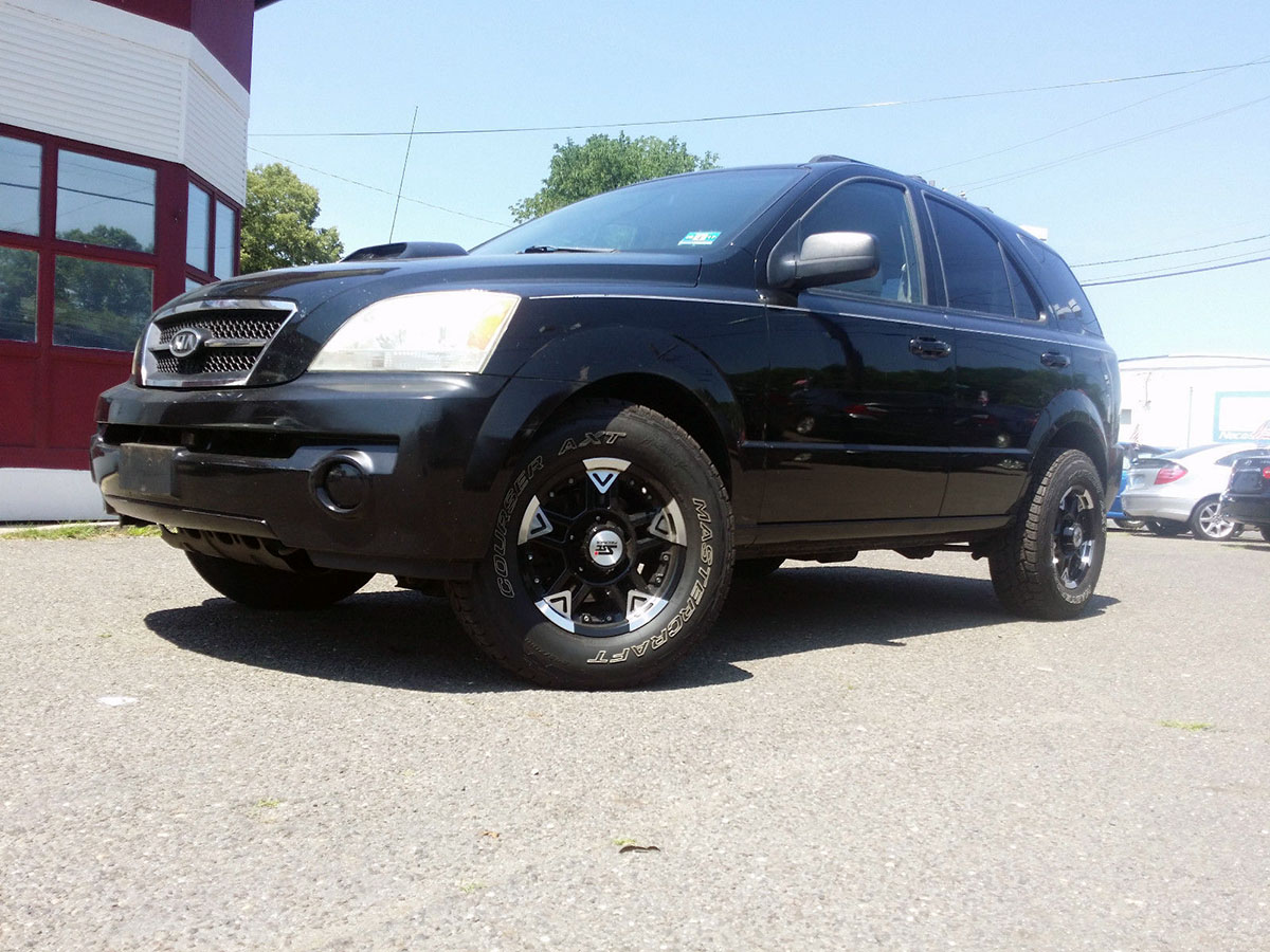 If You Have Been Desiring Something Crazy Then Maybe This 2005 Kia Sorento  LX Out Of Burlington, New Jersey Might Satisfy Those Needs.