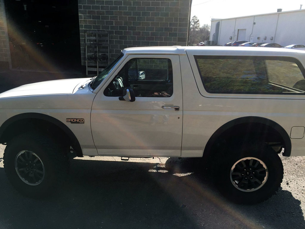 1993 Bronco with 2011 Ford Raptor frame, interior, and 6.2 L V8 drivetrain