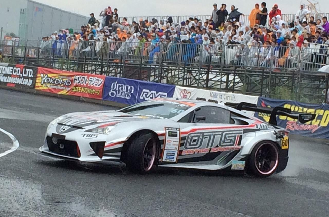 Video of V8 Powered Lexus LFA and Toyota Crown Drifting