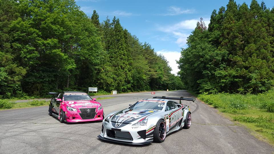 Yoichi Imamura Lexus LFA with a Nascar V8 drifting along side Tokita Masayoshi in a Toyota Crown