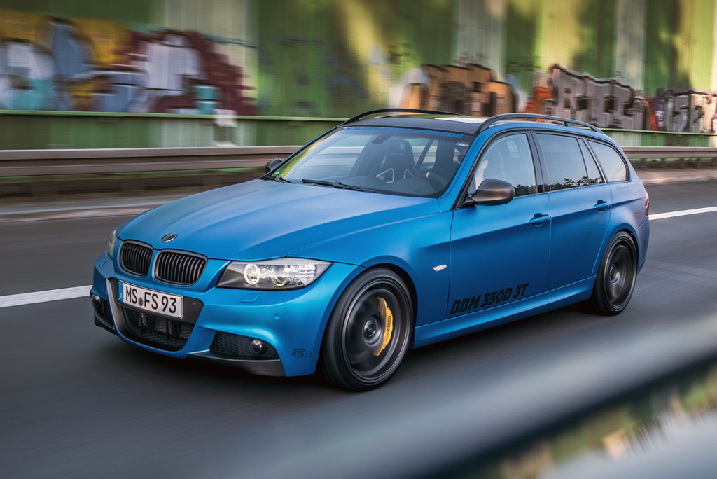 BMW 330d Wagon with a Triple-turbo N57D30S1 Diesel I6