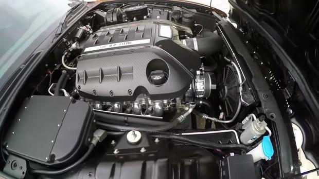 Jaguar XJ8L with a LS3 V8 with LS9 heads