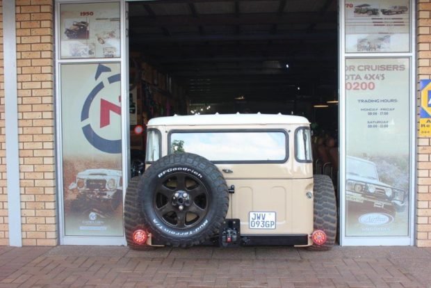 Custom 1976 Land Cruiser with a 1UZ-FE V8