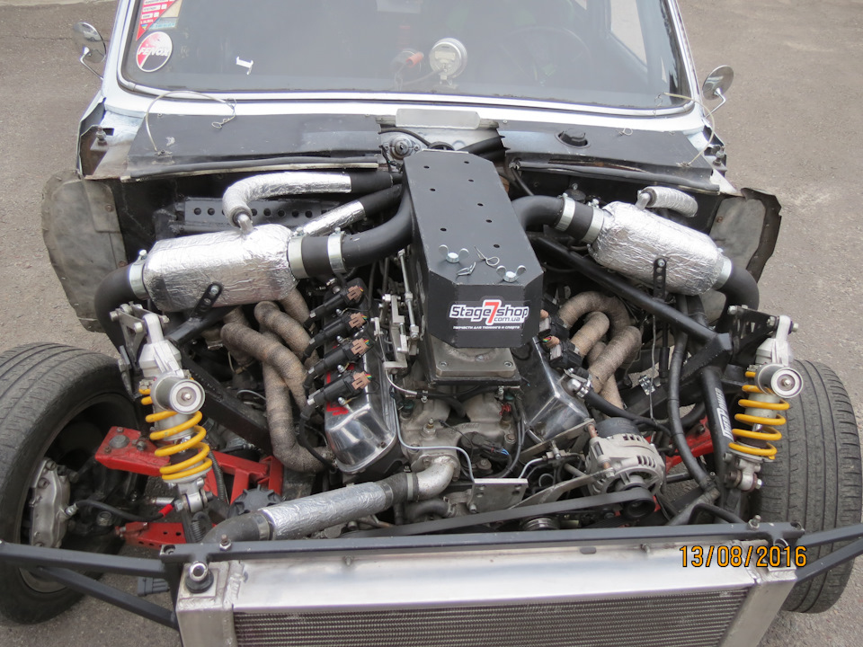GAZ-24 with a Twin-Turbo Ford V8 – Engine Swap Depot