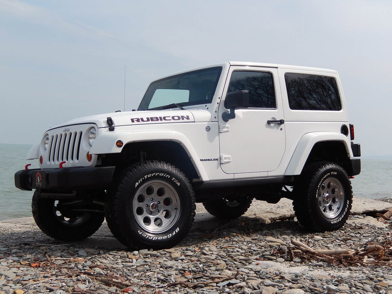 rubicon white wrangler unlimited recon jeep