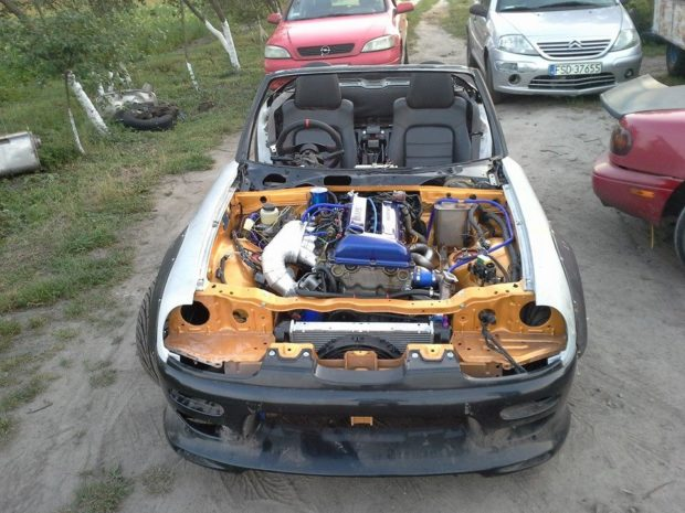 Suzuki Cappuccino with a 2.0 L SR20VE inline-four