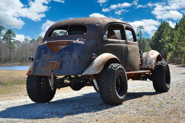 1937 Ford rat rod with a 5.2 L Magnum V8