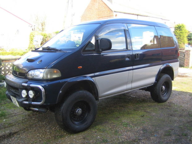 4WD Delica Van with a Ford 302 V8