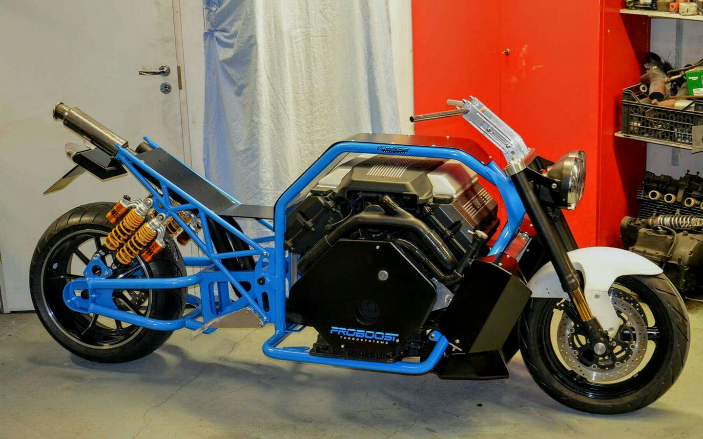 custom motorcycle with a twin turbo bmw v8 update engine. Black Bedroom Furniture Sets. Home Design Ideas