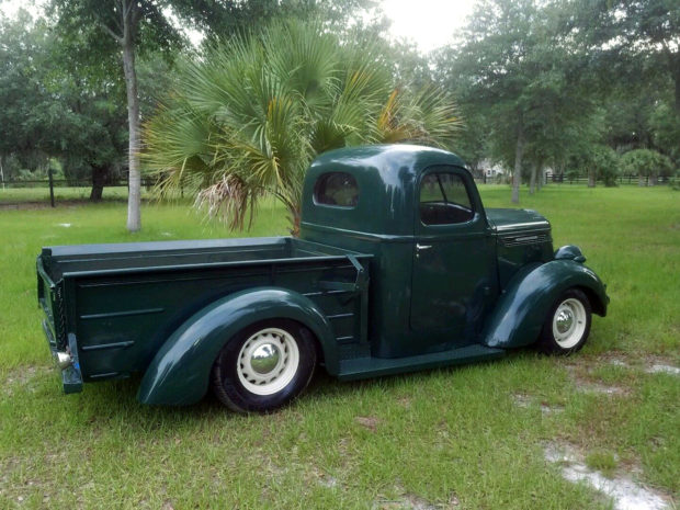 1940 International truck with a 350 ci SBC V8
