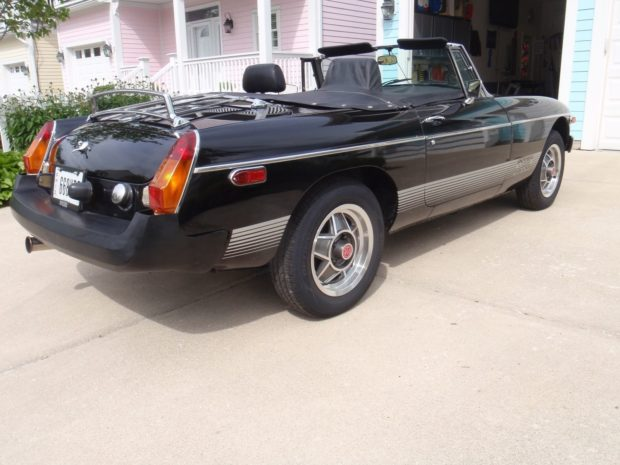 1980 MGB with a 4.6 L Rover V8