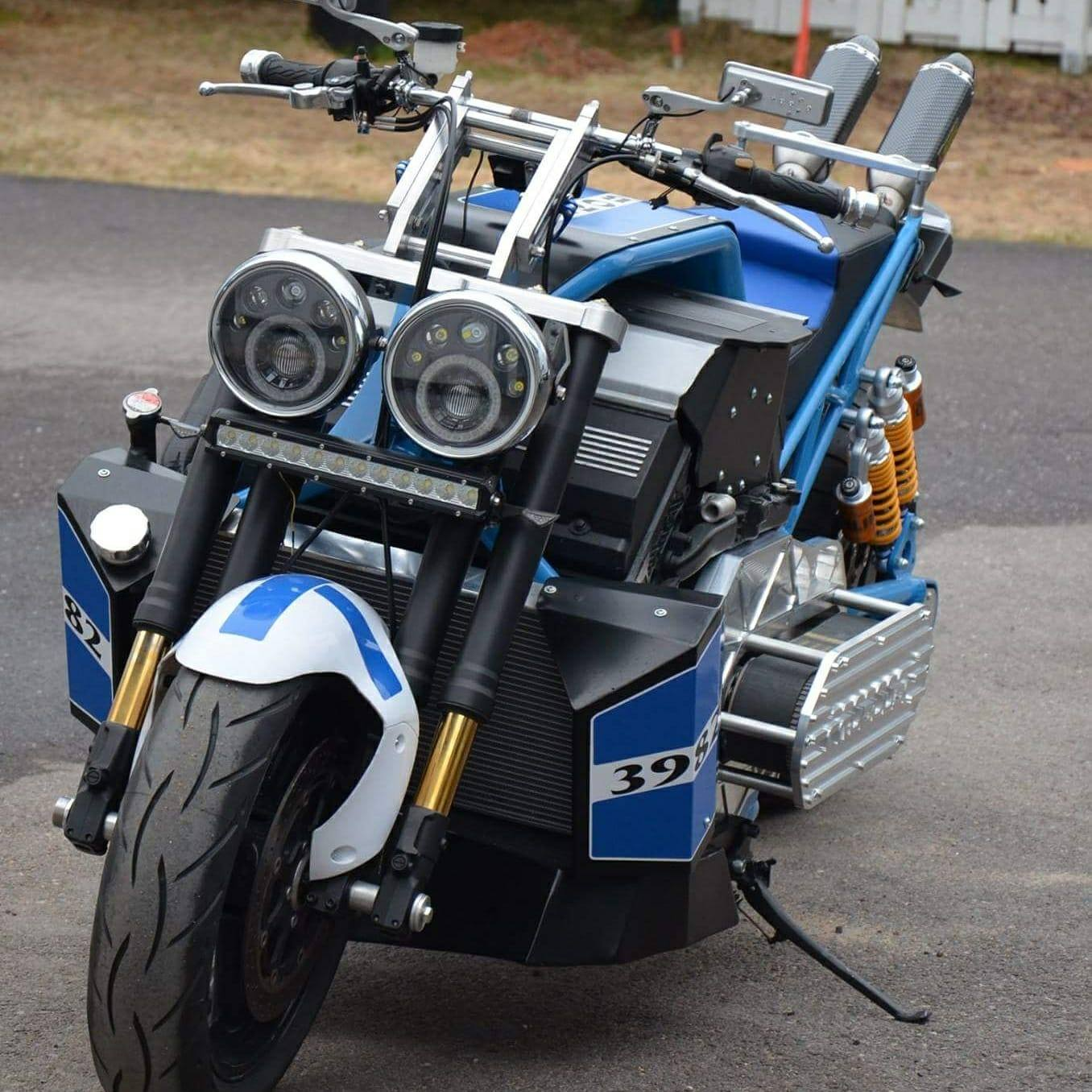 custom motorcycle with a twin turbo bmw v8 update 3. Black Bedroom Furniture Sets. Home Design Ideas