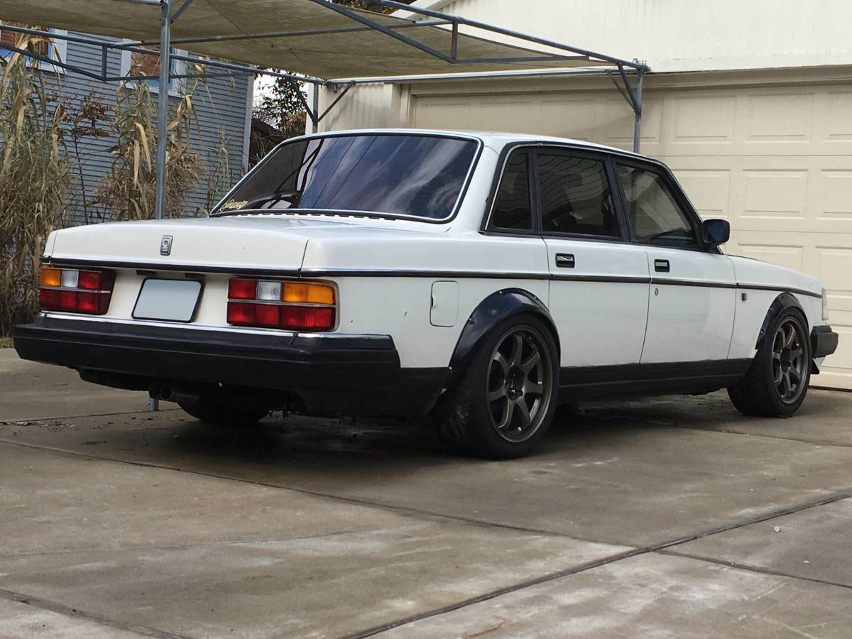 For Sale: Volvo 240 with a Ford V8 – Engine Swap Depot
