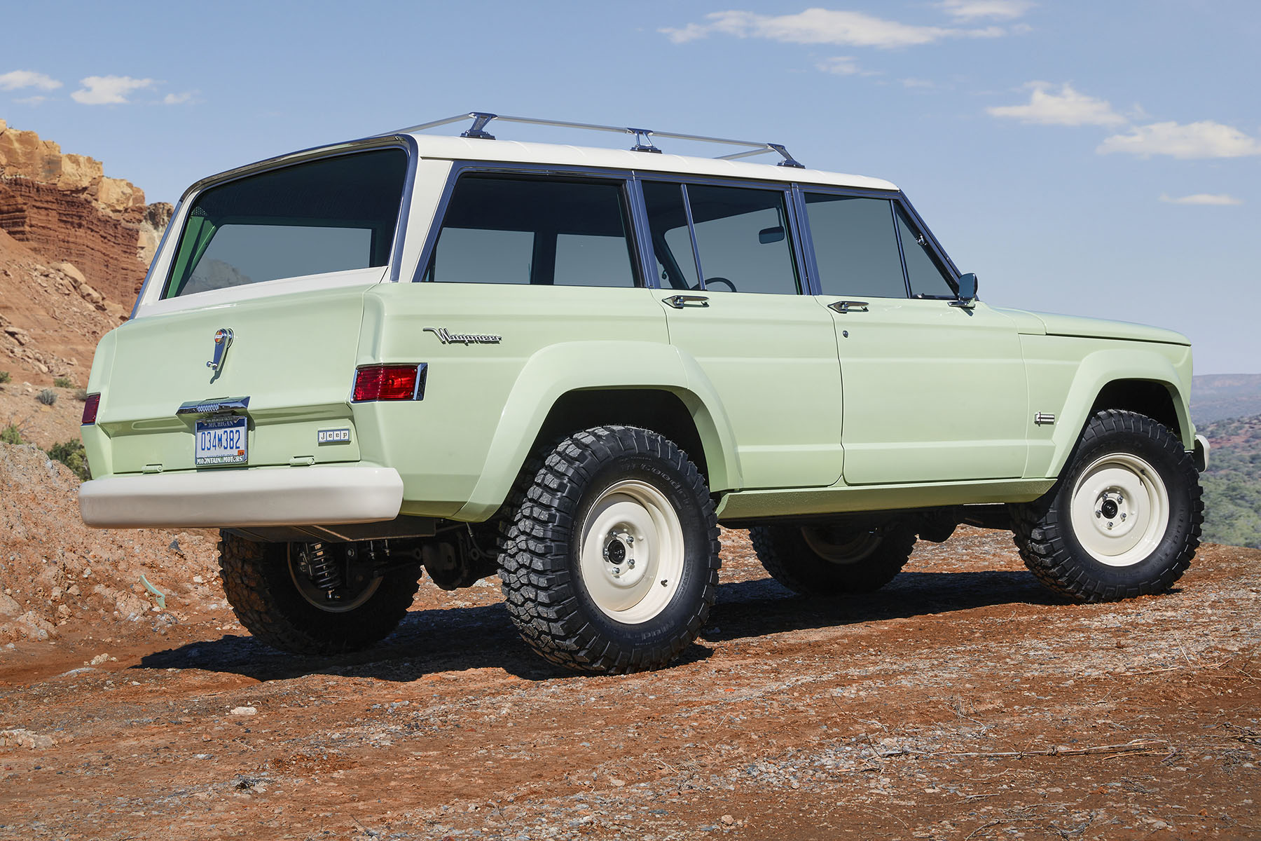 1965 Jeep Wagoneer with a HEMI V8 – Engine Swap Depot