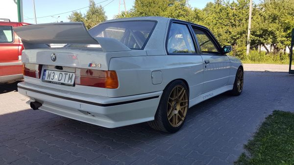 BMW E30 with a 1UZ V8