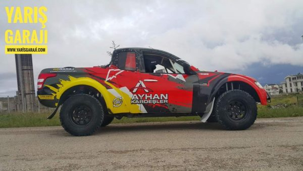 Mitsubishi L200 race truck with a RB26DET inline-six