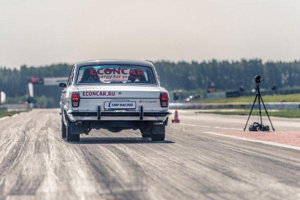 Volga GAZ-24 with a 1UZ V8