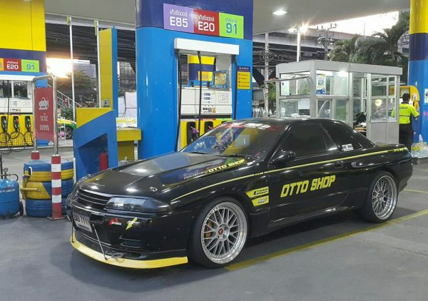 Nissan R32 GTR with a Turbo 2JZ-GTE Inline-Six