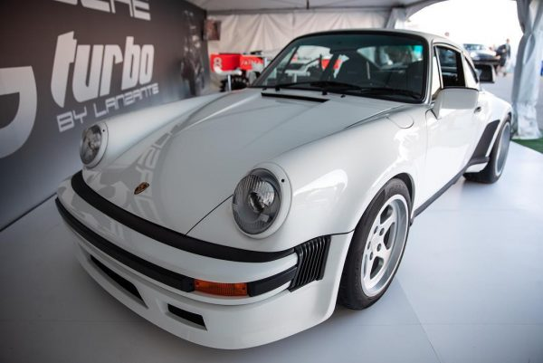 Porsche 930 with a F1 twin-turbo 1.5 L V6