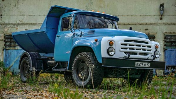 ZIL-130 Truck with a BMW X5 M powertrain