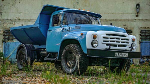 ZIL-130 Truck with a BMW X5 M powertrain