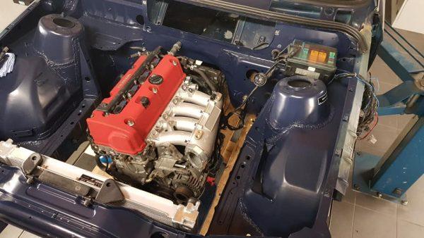 BMW E30 316i with a K20A inline-four