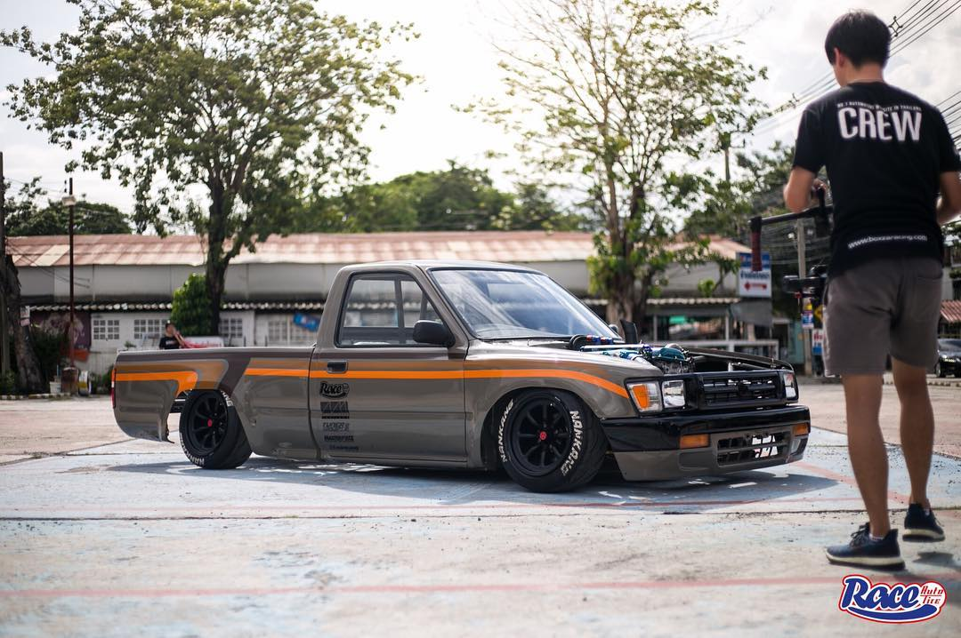 Toyota Hilux with a Nissan SR20DET Inline-Four – Engine Swap