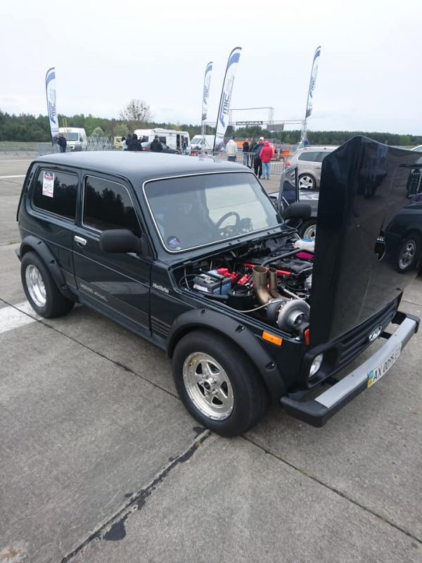 4WD Lada Niva with a Turbo Chevy V8