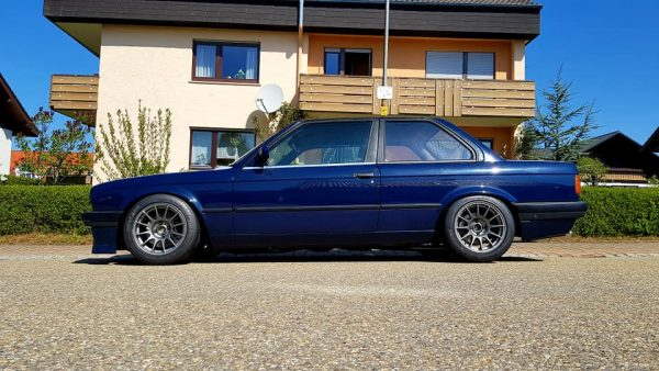 BMW E30 316i with a K20A inline-four