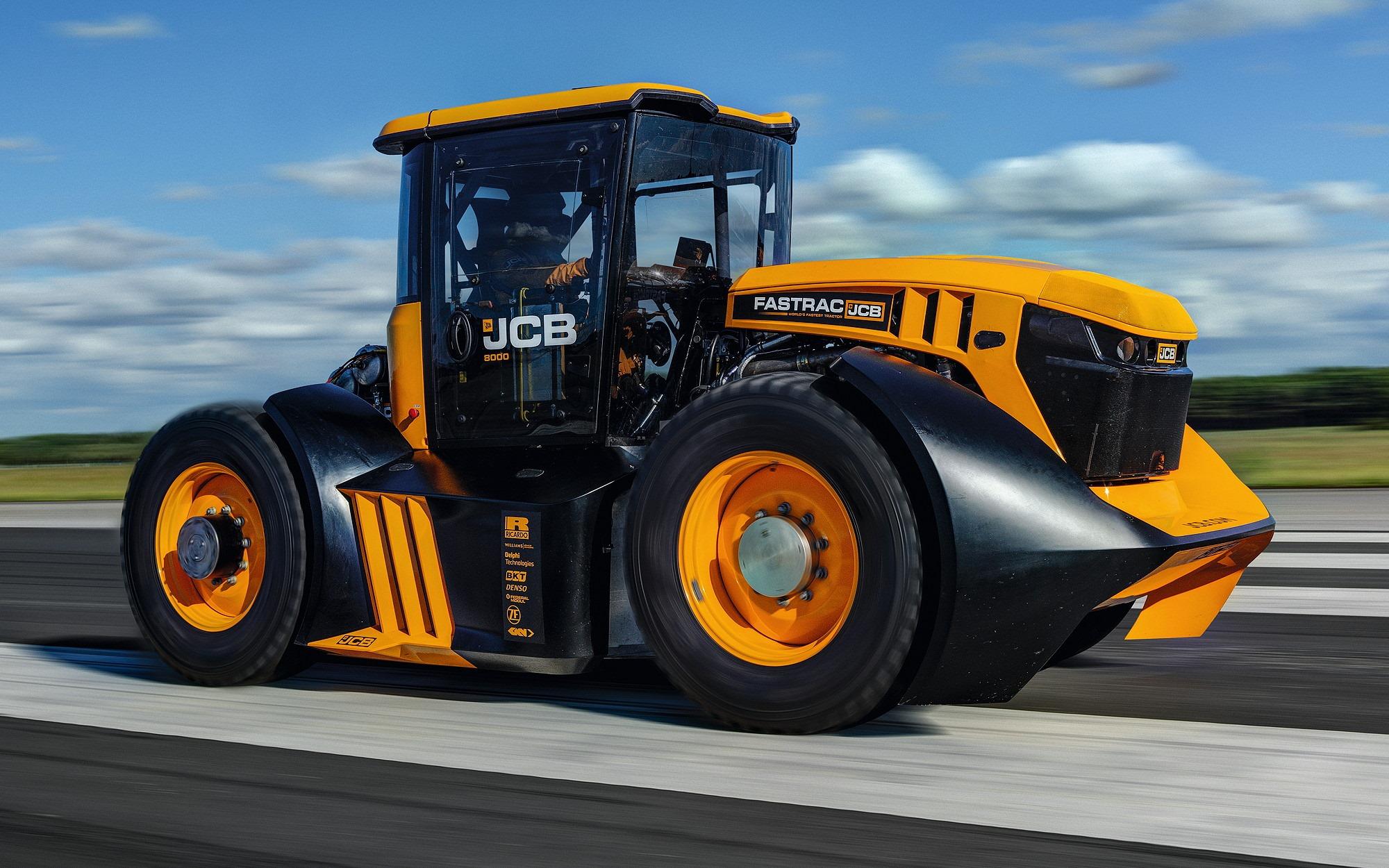 JCB Fastrac tractor with a 7.2 L Dieselmax inline-six