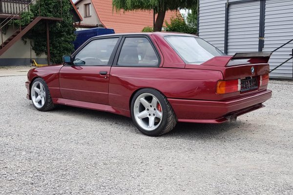 1990 BMW E30 with a LS 376/525 V8