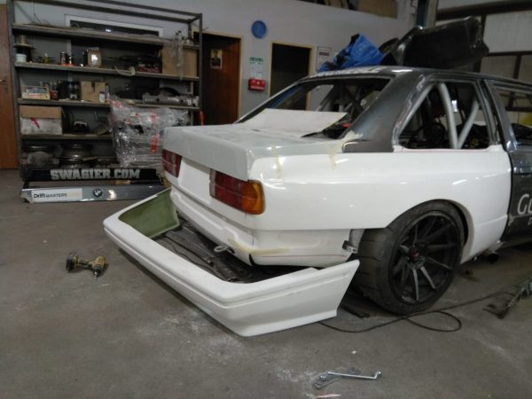 Drift BMW E30 with a LSX 454 V8