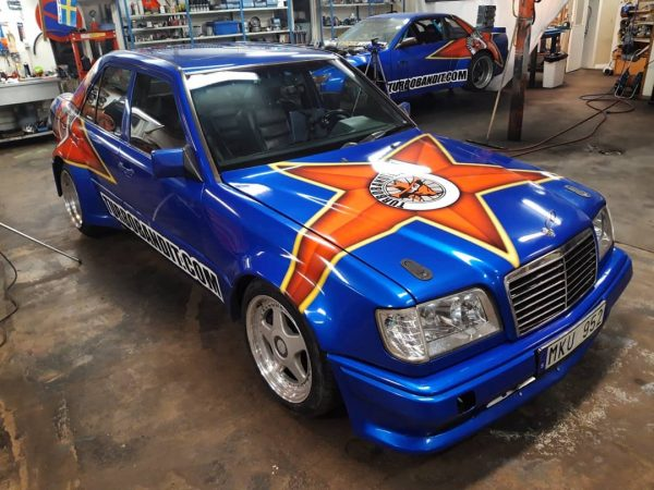 Turbobandit Mercedes W124 with a turbo M104 inline-six