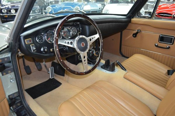 1971 MGB GT with a 2.3 L Duratec Inline-Four