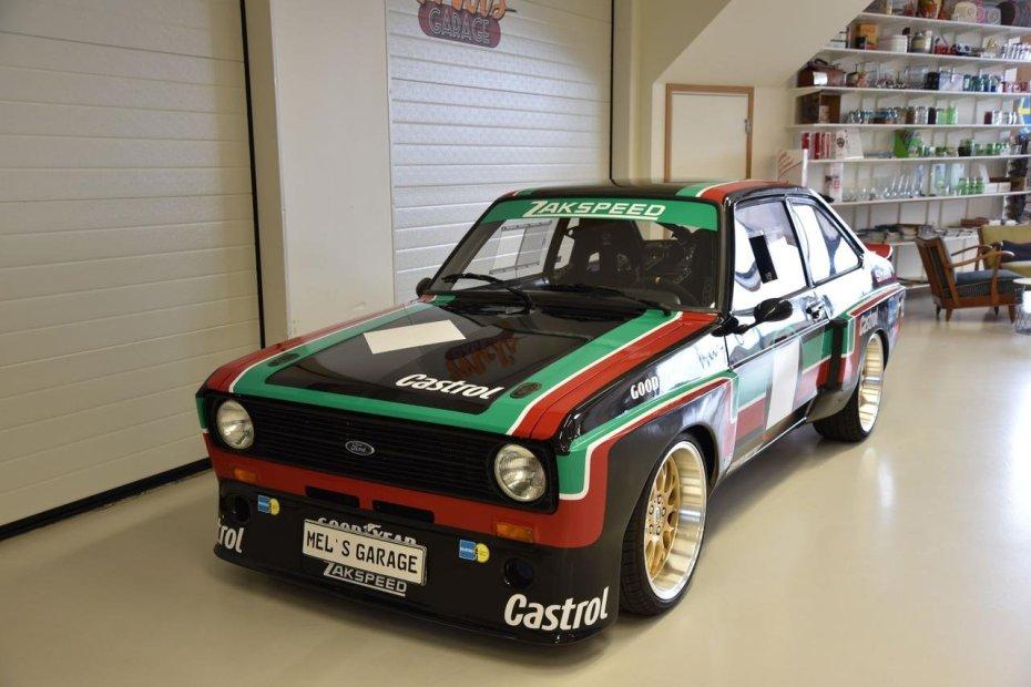 Ford Escort Mk2 Race Car with a 2.0 L Duratec-ST Inline-Four