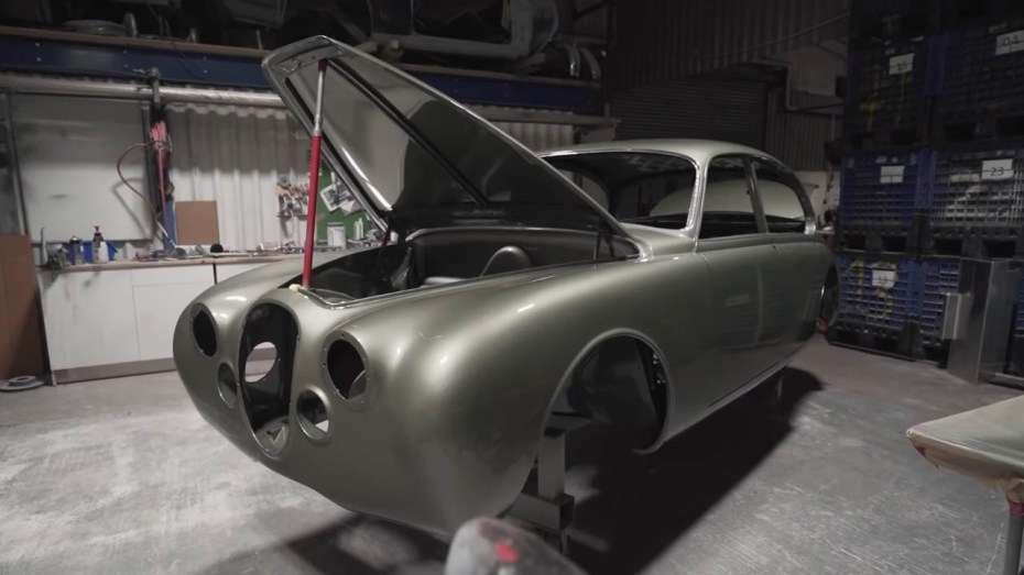 1966 Jaguar Mark 2 with a 2JZ-GE inline-six