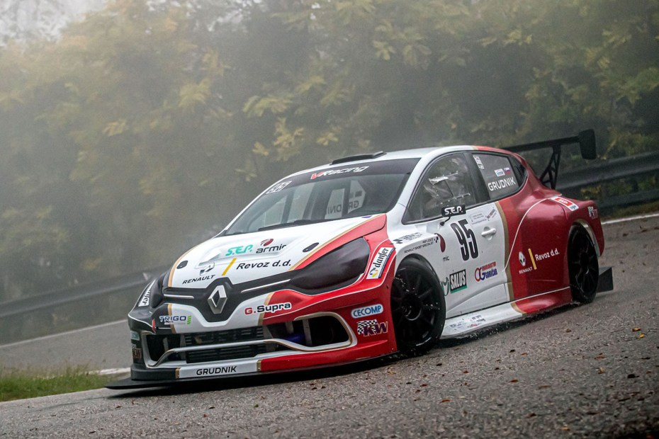Renault Clio with a Mégane RS turbo 2.0 L inline-four