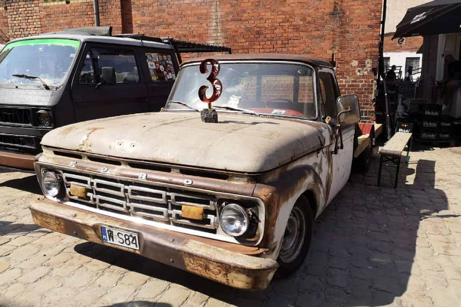 1964 Ford F-100 with a LS1 V8