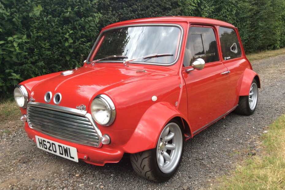 Classic Mini with two Yamaha R1 engines
