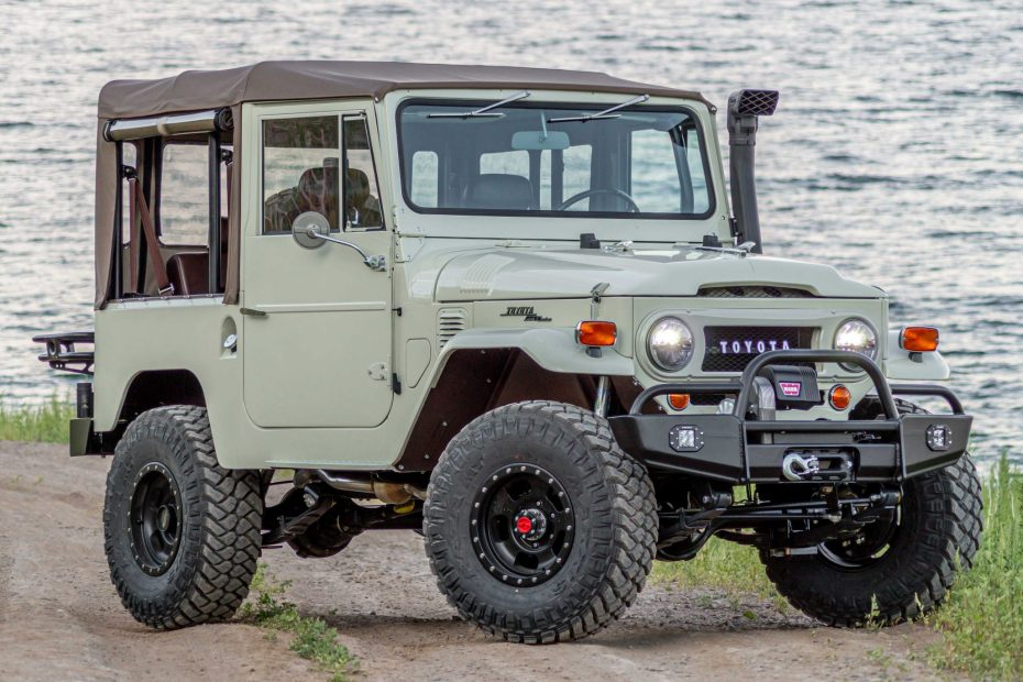1969 Land Cruiser FJ40 with a Cummins R2.8 turbo diesel inline-four