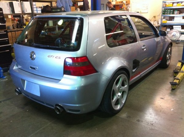 Golf GTI-RS with a mid-engine turbo V6